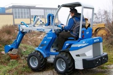 экскаватор на тракторе коммунальный