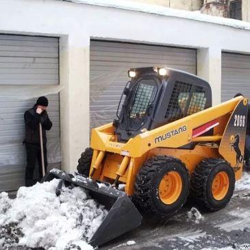 Погрузка снега мини-погрузчиком