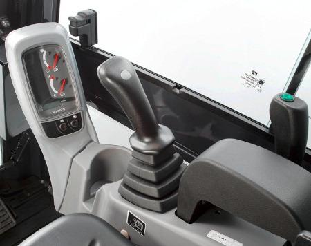 Kubota KX016 внутри кабины